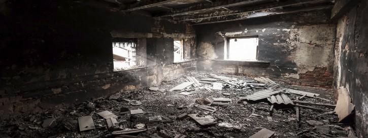Firmenhalle, in der es gebrannt hat