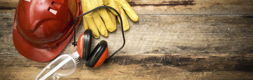 Helm, Handschuhe, Gehörschützer