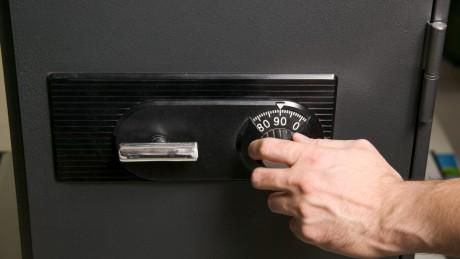 Wichtige Dokumente durch Brandschutzschränke und Datensicherungsschränke sichern