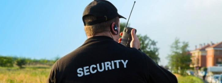 Rücken eines Sicherheitsbeamten