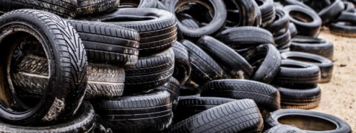 Reifen auf dem Wertstoffhof