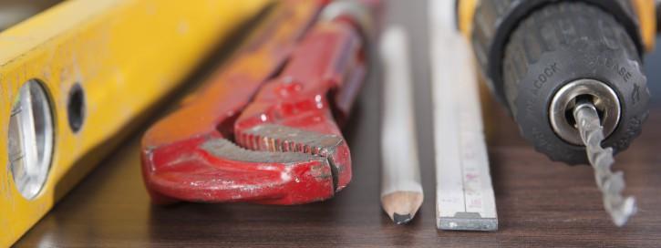 Um einen sicheren Umgang mit verschiedenen Arbeitsmitteln sicher zu stellen, sollte eine Betriebsanweisung erstellt werden.