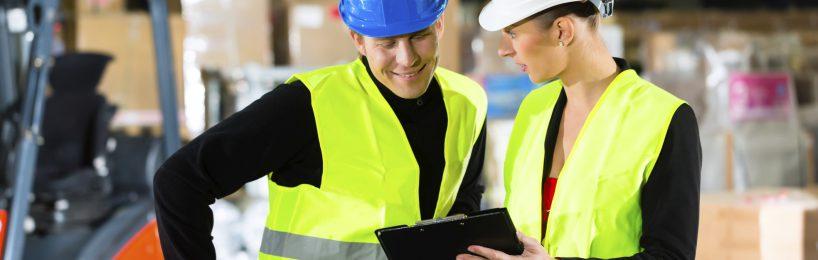 Die Betriebsanweisung soll dem Arbeitnehmern dabei helfen, die entscheidenden Sicherheitsvorkehrungen einzuhalten.