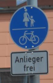 Wie muss man diese Verkehrszeichenkombination verstehen?
