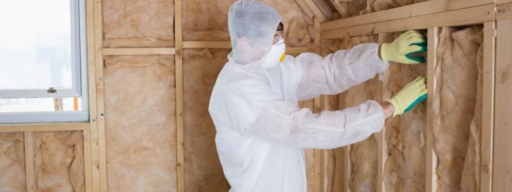 Die Bauministerkonferenz hat bereits 2012 eine unabhängige Expertengruppe beauftragt, um Möglichkeiten zu Verbesserung der Widerstandsfähigkeit dieser Fassadensysteme – auch unter Brandeinwirkung von außen – zu prüfen.