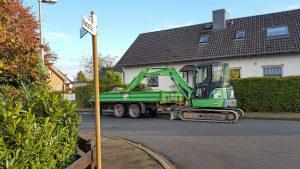 Kreuzung: Dürfen nicht zugelassene Baumaschinen dort abgestellt werden?