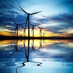Windräder am Morgengrauen: Eine der Energieerzeuger, deren Rahmenbedingungen die EEG-Novelle 2021 ändern will