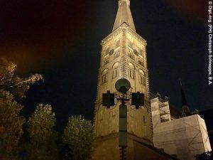 Flutlichtanlage im Freien für eine Kirche