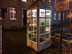 Beleuchtung einer im Freien aufgestellten Telefonzelle