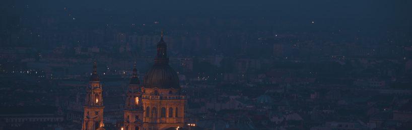 Beleuchtete Kirche