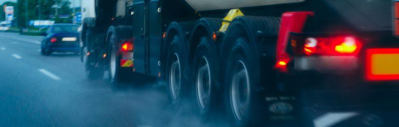Transport gefährlicher Güter: Jeder daran Beteiligte muss die Gefahrgutunterweisung erhalten haben.