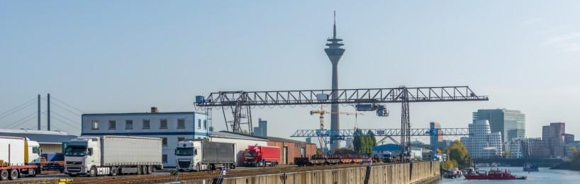 Neska im Düsseldorfer Hafen