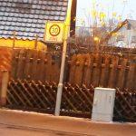 Verkehrszeichen falsch ausgerichtet Sichtbarkeit Ausrichtung