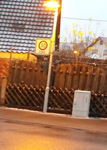 Verkehrszeichen falsch ausgerichtet