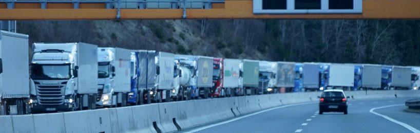 Lkw-Abfertigung am Brenner