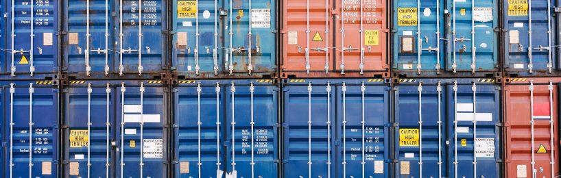 Der ZF Innovation Truck und der Terminal Yard Tractor verkörpern die neue Logistiktechnologie auf dem Betriebshof.