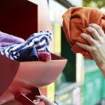 Altkleidersammelcontainer Straßenraum übermöbliert