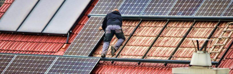 Für die eigene Stromversorgung im Betrieb gibt es einige Fördermöglichkeiten.