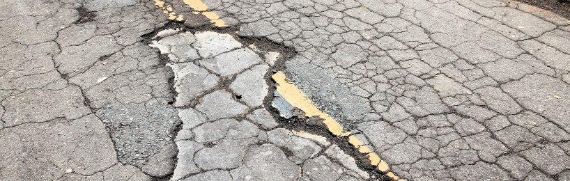Zufahrt als Gemeindestraße Beschädigungen