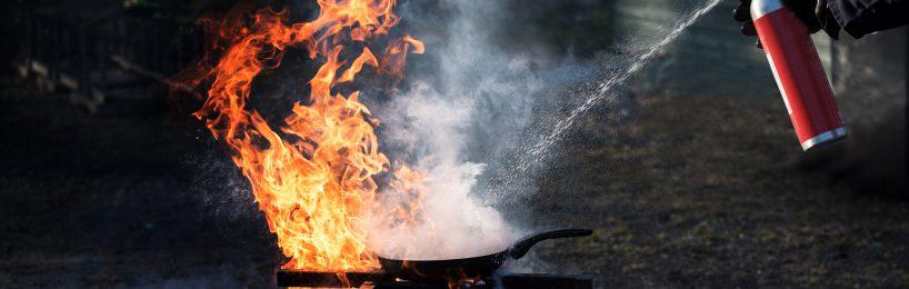 Feuerlöschen mit Löschspraydose