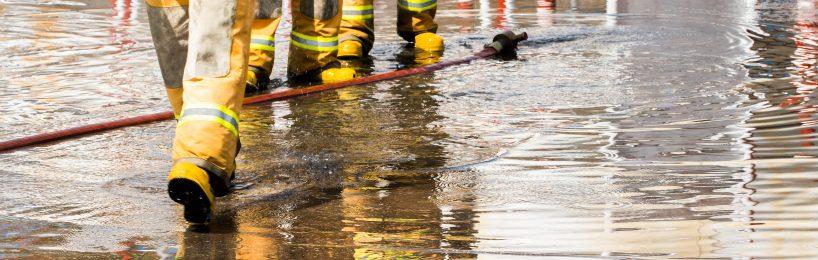 loeschwasser-stroemt-loeschwasserrueckhaltung-hilft