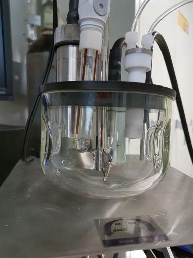 Gerät zur Bestimmung elektrischer Ladungen auf Partikeloberflächen in Feuerbetonen