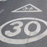 Geschwindigkeitsbegrenzung mit Zusatzzeichen