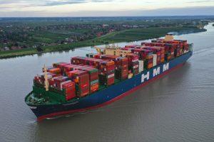 HMM Algeciras unterwegs auf der Elbe