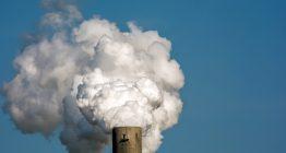 Rauchender Schornstein der Industrie