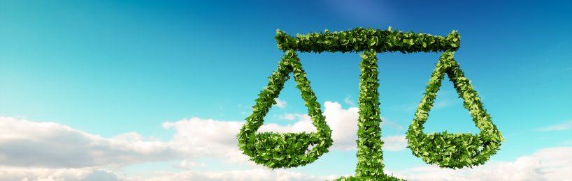 Zeichen für Recht aus grünen Blättern