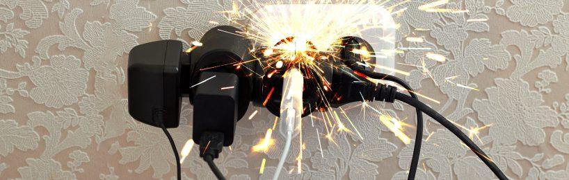 Mehrfachsteckdose überlastet und brennt