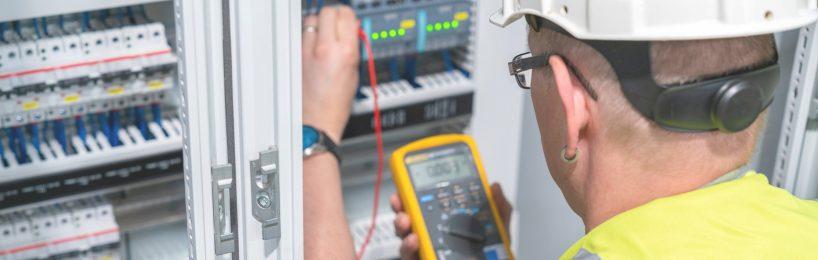 Mit welcher Ausbildung man Elektrofachkraft werden kann.