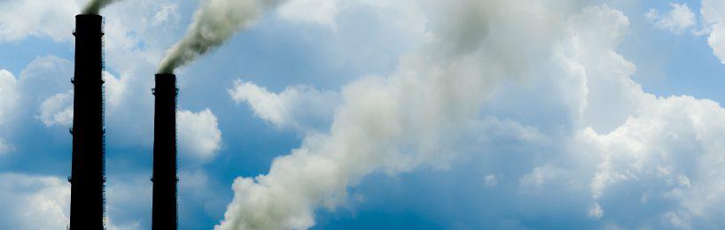 Rauchende Schornsteine verpesten die Luft
