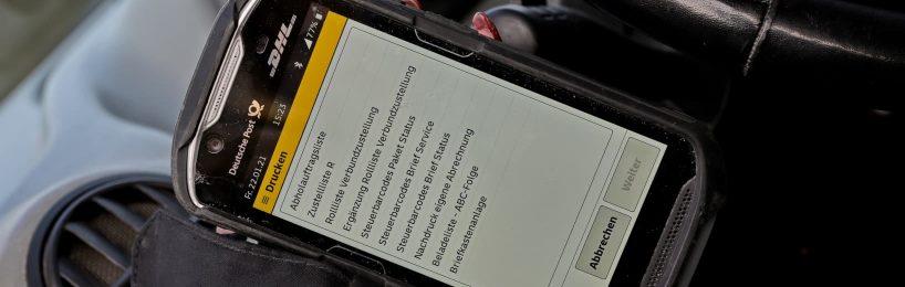 Paketauslieferungsfahrer Scanner