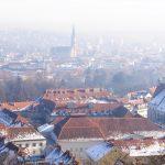 Schlechte Luft liegt über der Stadt: Vor allem im Winter ein häufiges Bild. Die neue Luftqualitätsrichtlinie soll das ändern.