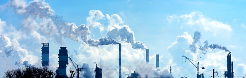 Das Genehmigungsverfahren nach dem Bundesimmissionsschutzgesetz müssen zahlreiche Fabrikanlagen wie die hier abgebildeten durchlaufen.